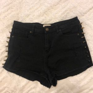 High waisted shorts with bullet details